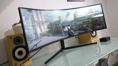 Lo mejor acaba de mejorar mucho. Sin duda, esa es la conclusión tratándose del nuevo Samsung Odyssey Neo G9. Después de todo, el Odyssey G9 original ya era el mejor monitor gaming de Samsung. Ahora se le ha dado la única actualización que realmente necesitaba. Sí, el Neo G9 tiene una retroiluminación mini-LED.