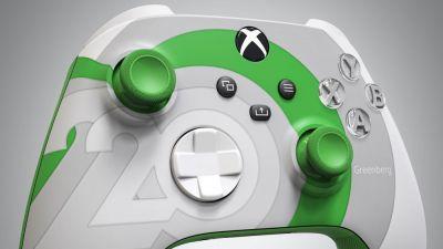 Con este diseño del mando de la Xbox Series X|S celebran el 20º aniversario de la marca! La marca Xbox cumple 2 décadas de existir este año. Microsoft ya ha lanzado un mando de la Xbox Series X con motivo de este acontecimiento, pero no se podrá comprar por separado de la consola Xbox Series X. El conocido diseñador POPeART ha presentado su versión del mando de la Xbox Series X|S, dedicada al 20º aniversario de las consolas de Microsoft. Dirigió su mando a Aaron Greenberg. Esto es sólo un concepto, pero posiblemente podrá comprarse posteriormente aunque no de manera oficial. Recordemos que exactamente los 20 años de Xboxse celebrarán oficialmente el 15 de noviembre. Seguramente, Microsoft está preparando interesantes sorpresas para este momento también.  Mas información: https://www.somosxbox.com/con-este-diseno-del-mando-de-la-xbox-series-xs-celebran-el-20o-aniversario-de-la-marca/914363