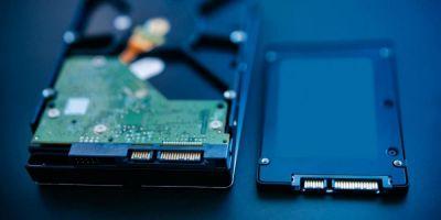 Un nuevo adaptador de almacenamiento SSD de Xbox Series X|S podría ahorrarte dinero. Con el aumento del tamaño de los juegos y la llegada al mercado de más títulos de la Xbox Series X|S, la idea de un adaptador de almacenamiento SSD de Xbox Series X|S frente a los altos precios de la memoria oficial puede resultar una buena opción. Las opciones disponibles en la actualidad de las tarjetas SSD de Seagate superan los 200 euros. Dicho esto, ha surgido un nuevo informe que sugiere que se podría utilizar un nuevo adaptador de SSD que podría ahorrar dinero a largo plazo.  Un nuevo adaptador de almacenamiento SSD de Xbox Series X|S  Actualmente el nuevo adaptador de almacenamiento SSD de Xbox Series X|S está disponible por 35,99 dólares, y en el listado se indica incluso que es para usar con la SSD M.2 nVME 2230 de Xbox. Esto significa que no se puede utilizar cualquier unidad SSD, ya que la arquitectura de la Xbox sólo admite determinadas configuraciones, por lo que habría que utilizar algo como la WD Blue CH SN530 de Western Digital